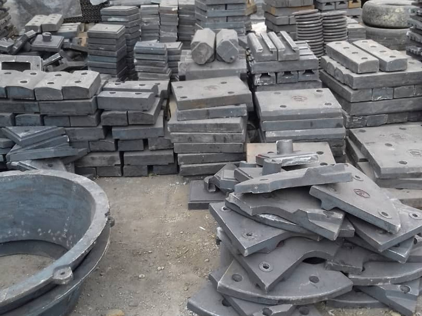 Casting equipment and crusher