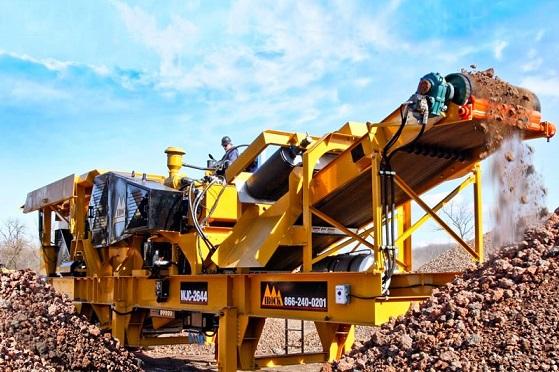 انواع سنگ شکن در حال عملیات خرد کردن سنگ